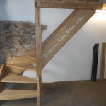 Escalier balancé, phrase incrustée